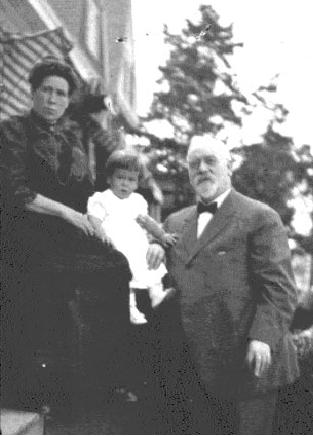 Thomas and Ellen Jeffers Cloke with their daughter Mary Foley.